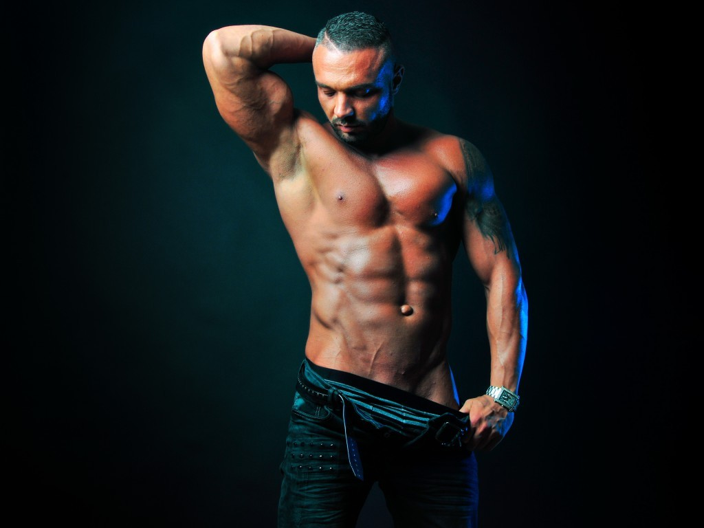 gay male cam model MuscleObsession