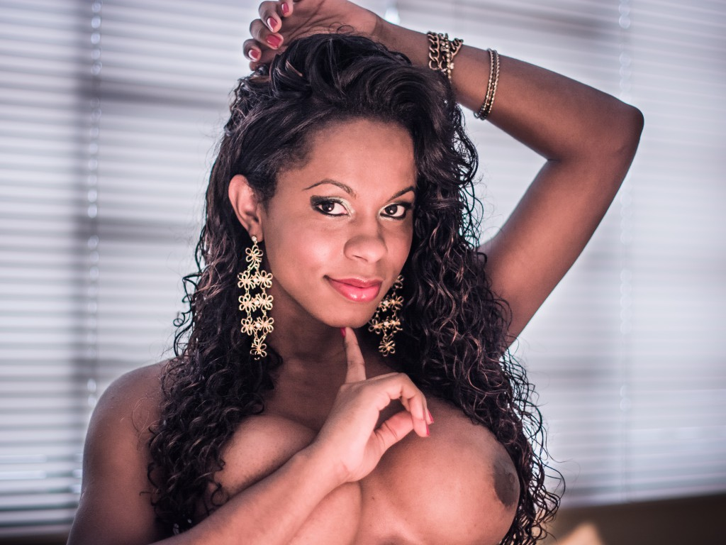 Top shemale webcam model LulyBrazil